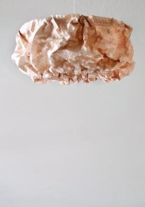 Lámpara Miss Maple, elaborada en textil de madera y acero arce.