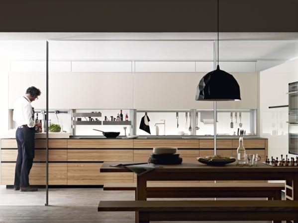 La cocina New Logic System, Importada por Altek. de Valcucine, es un diseño ergonómico con una profundidad de 80 cms. Cuenta con gavetas extraíbles y muebles colgantes con puertas abatibles.