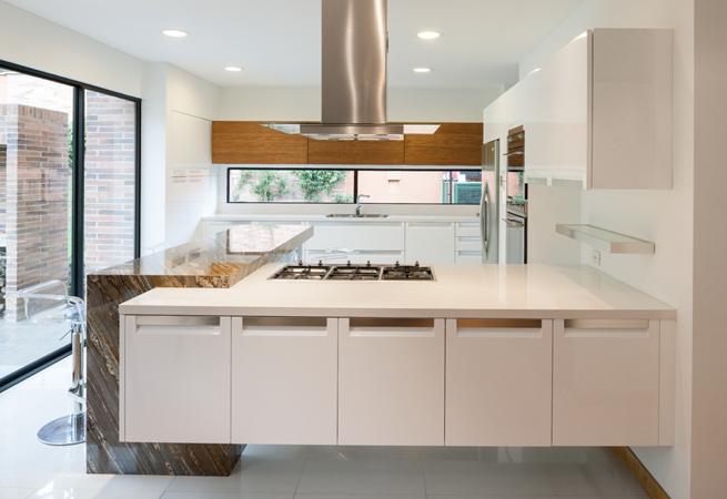 Mobiliario de cocina Versilia, de Cocina Italiana SCIC de Vive SCIC.Todos los electrodomésticos Smeg son de LCI Distributors.