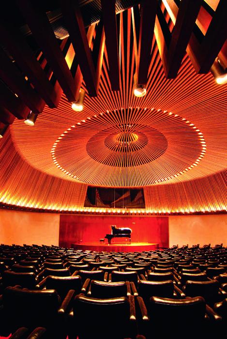 Sala de música de cámara de la Biblioteca Luis Ángel Arango, Bogotá. Construida en 1962.