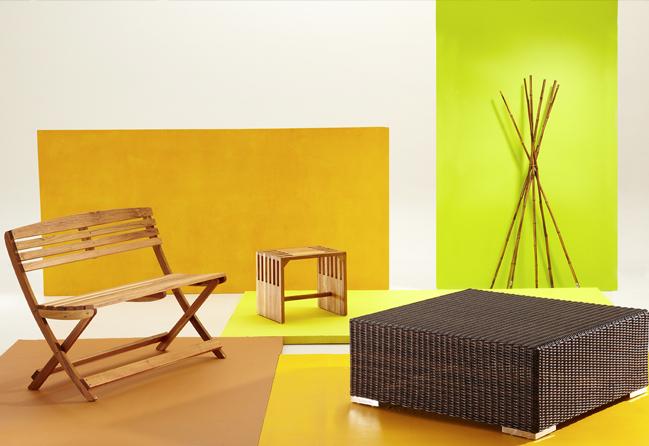 Banca San Marino de madera Bosquema, banco Piombino de madera, mesa Pulut de ratán y palos de bambú, todo lo anterior de Habitat Store. Pinturas varias, de Viniltex de Pintuco.