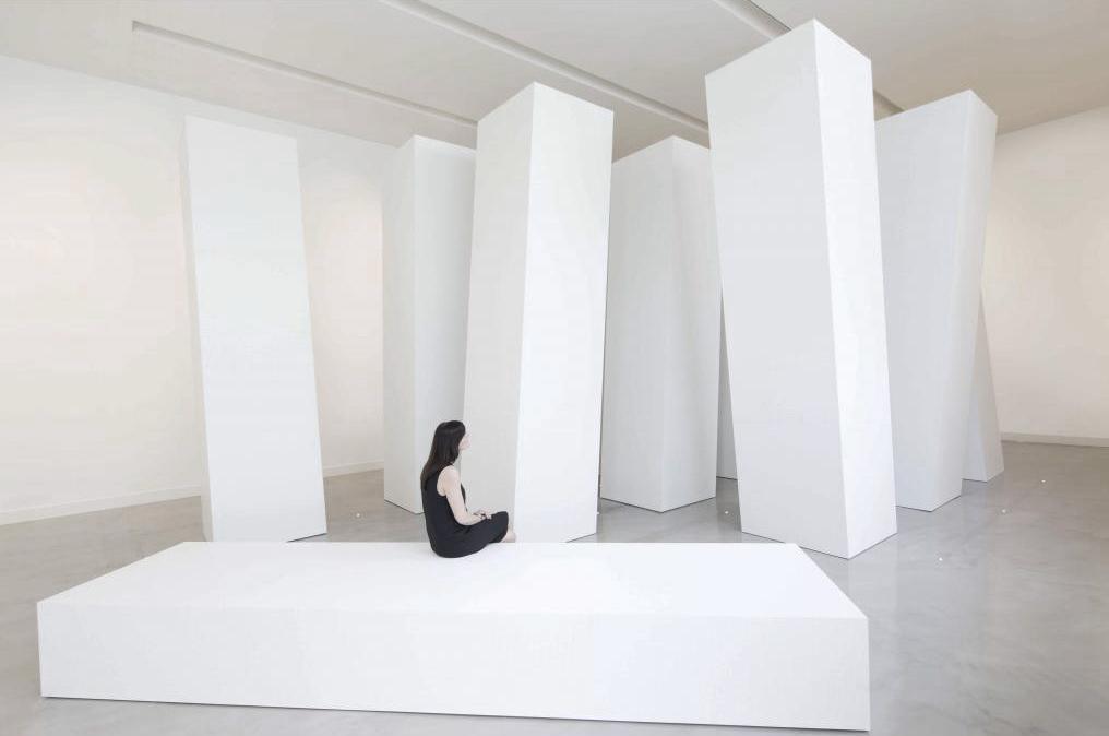 """Montaje de la exposición """"Richard Meier, arquitectura y diseño"""" en la Fundación Bisazza."""
