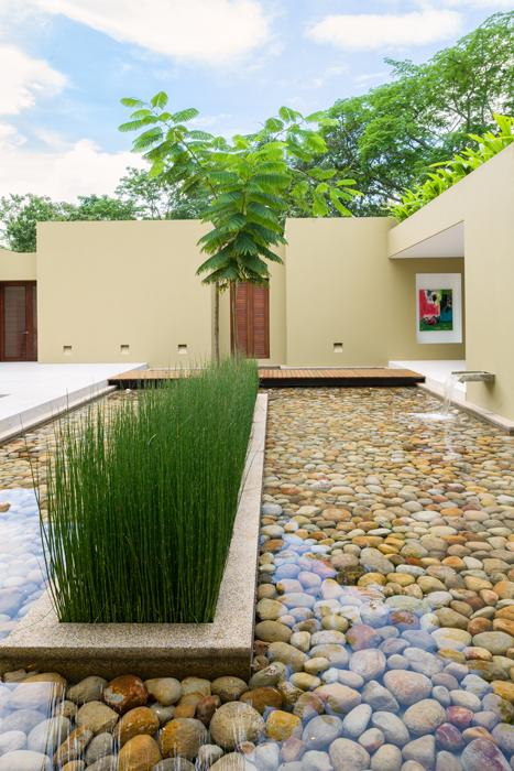 Arquitectura geom trica en medio del verde for Muros verdes arquitectura