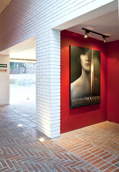 Los dueños, amantes declarados del cine tienen una buena colección de afiches de sus mejores proyecciones.