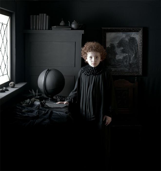 Geógrafo por la artista Adriana Duque, de su serie Desvelamientos, 2014.