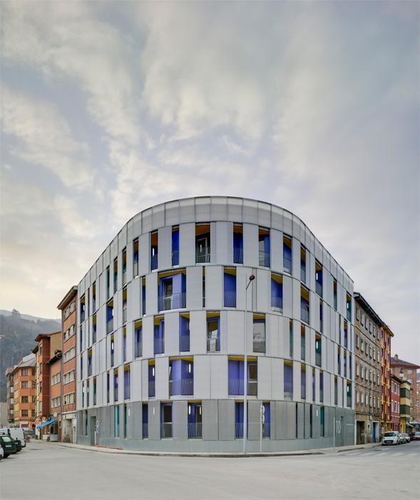 Viviendas Mieres- Asturias, por el arquitecto Amman Cánnovas Maruri,  invitado a la XIX Baq, 2014.