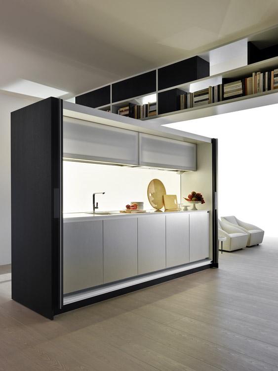 Tivali es un programa de la firma Dada. Se trata de una box kitchen que aparece cuando es necesaria gracias a sus puertas correderas. La iluminación escenográfica se da por luces led y el plano de trabajo está perfectamente organizado e integrado en el mueble.