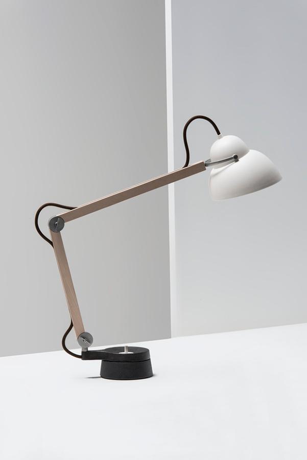 lámpara de escritorio diseñada por Ilse Crawford para Wastberg.