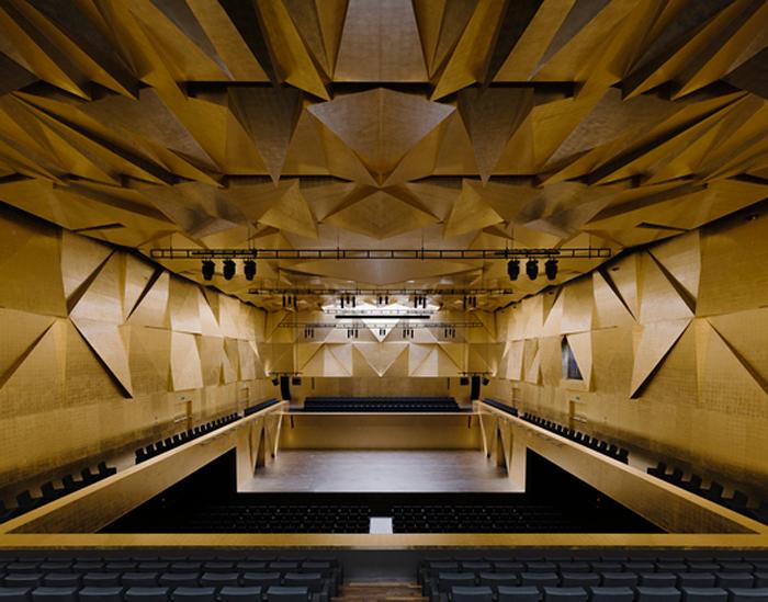 Philarmonic Hall Szczecin, por BarozziVeiga y el Studio A4, Polonia.  Finalistas del premio Mies Van der Rohe, 2015.