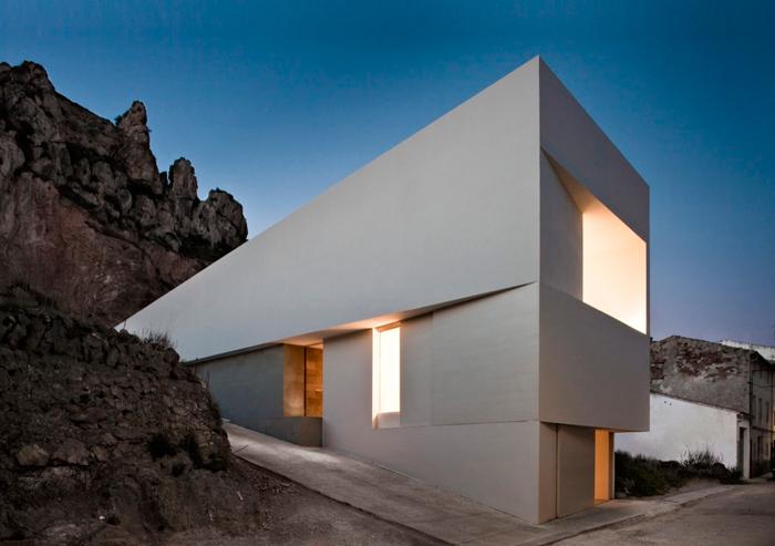 Casa en la ladera por el estudio de arquitectura chileno, Surco Studio, participante en la Bienal de Arquitectura Latinoamericana 2015.