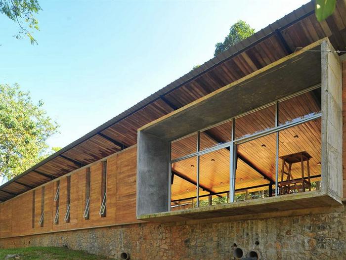 Biblioteca comunitaria, Ambepussa, Sri Lanka. Ganadora del galardón de plata en los premios Holcim Awards 2015.