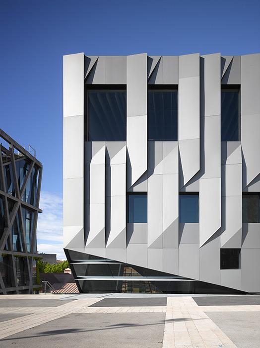 Detalle de la fachada del Conservatorio de Música en Aix-en-Provence, Francia.