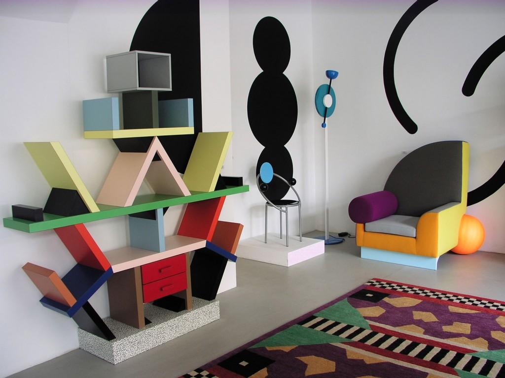 Estantería diseñada por el arquitecto y diseñador austriaco Etore Sottsass, fundador del Memphis Group en 1980.