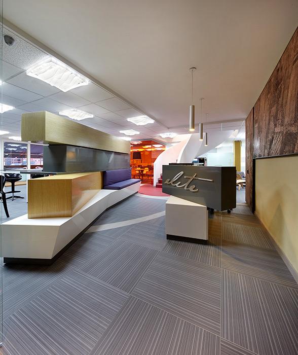 El diseño de las nuevas oficinas de Elite International Américas a cargo de los arquitectos Juan Pablo Cote y Juan Ignacio Vargas.