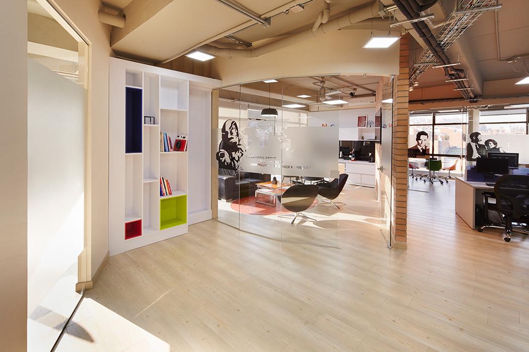 Arquitectura visual oficinas de espacios colaborativos for Arquitectura de oficinas