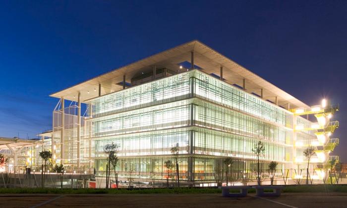 Campus Palmas Altas por RPH Architects, obra dirigida por el arquitecto Simon Smithson, invitado especial a Expoconstrucción y Expodiseño 2015.
