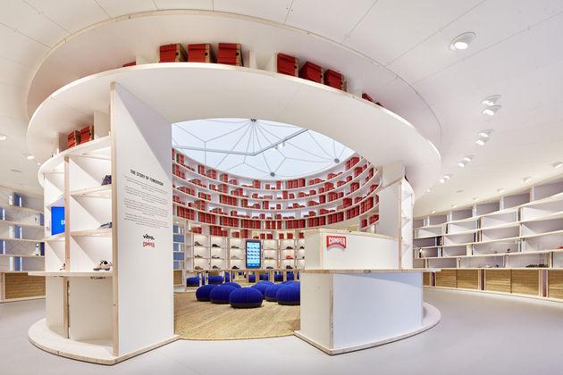 Tienda pop-up de Camper en el campus del museo de diseño de Vitra en Weil am Rhein en Alemania. Un diseño de Diébédo Francis Kéré.