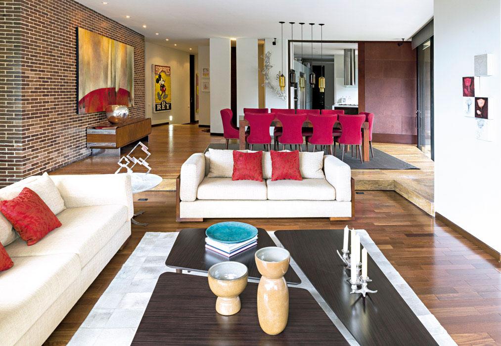 Un apartamento donde el rojo es el protagonista for Colores para apartamentos pequenos