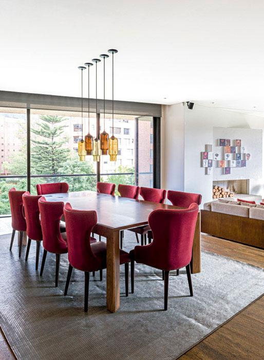 Un apartamento donde el rojo es el protagonista for Decoracion piso rojo