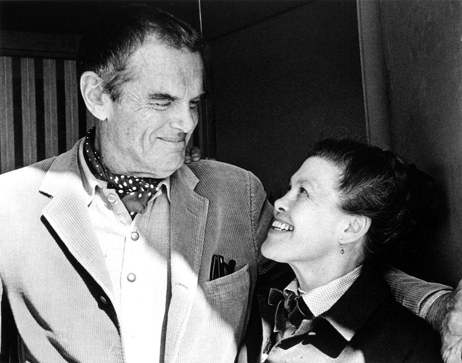 Los diseñadores Charles y Ray Eames.