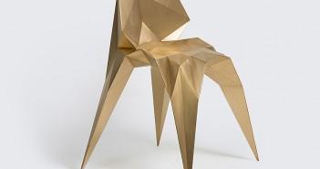 La silla Brass Bowie, del diseñador Zhoujie Zhang, sobresalió en el stand de la galería ALL.
