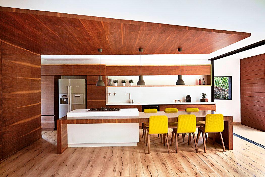 C mo decorar con madera un apartamento moderno for Decoracion apartamentos modernos 2016