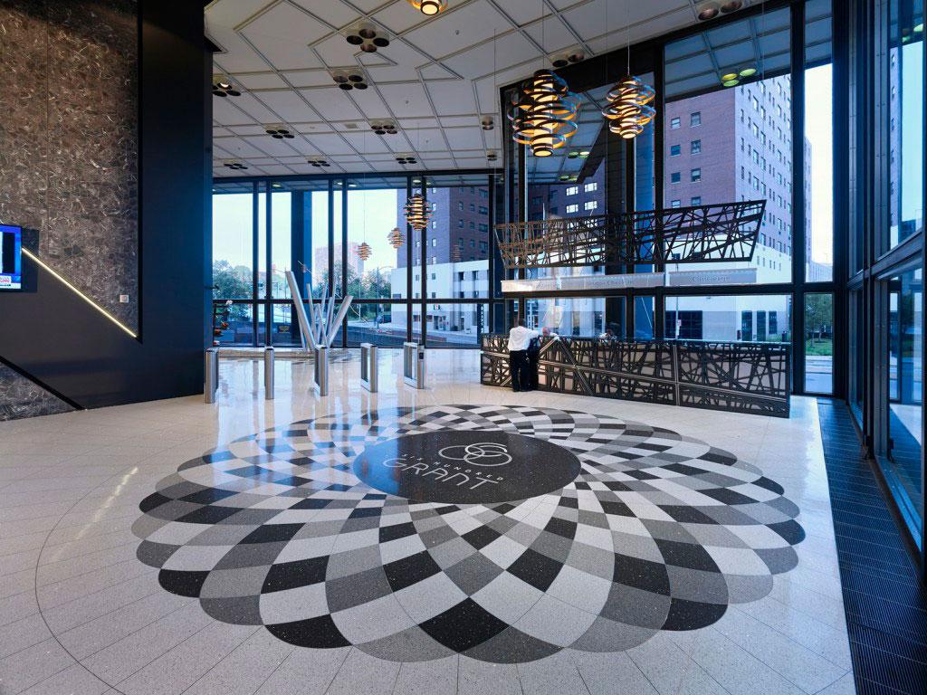 Diseño del nuevo vestíbulo de la Torre de US Steel, el rascacielos más alto de Pittsburgh, diseño de Daniel Ostfeld.