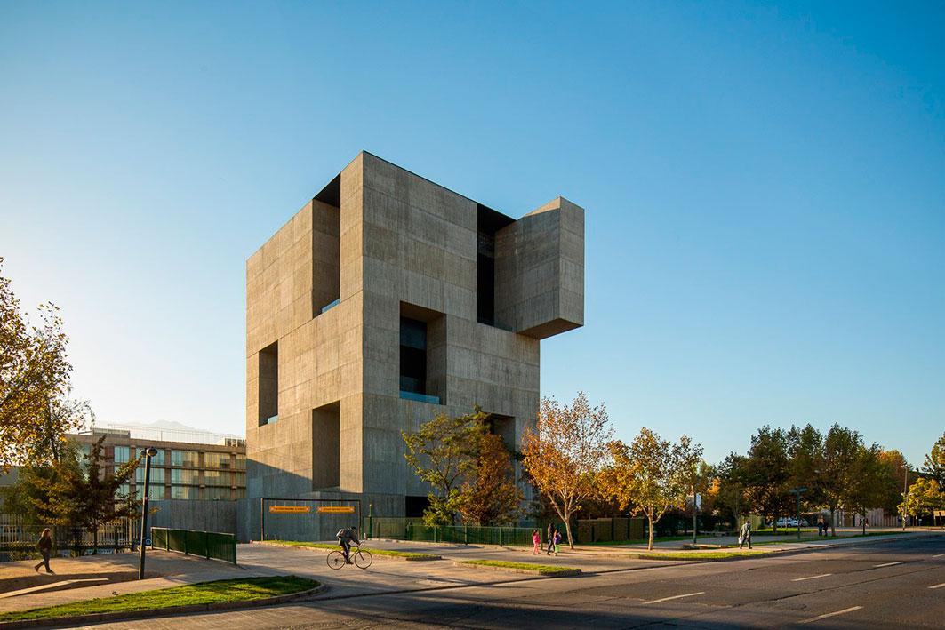 Centro de Innovación UC en Chile diseñado por Alejandro Aravena.