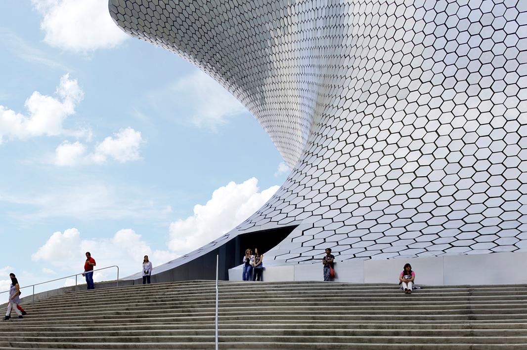 El museo Saumaya en Ciudad de México, proyecto de Fernando Romero, invitado a la Bienal 2015.