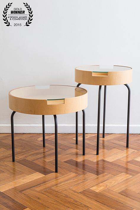 Mesas auxiliares y para el café, Perkins, de Estudio Diario, premio oro 2014-2015 en la categoría de muebles y diseños para el hogar.