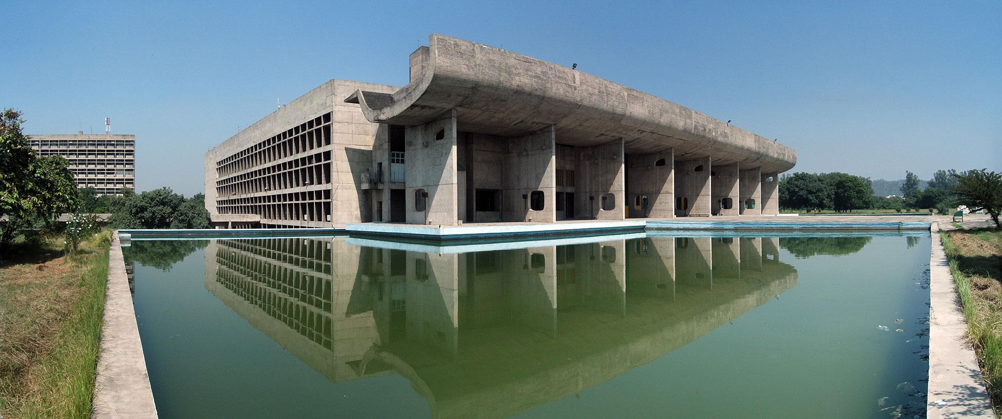 Palacio de la asamblea de India, diseño de Le Corbusier.
