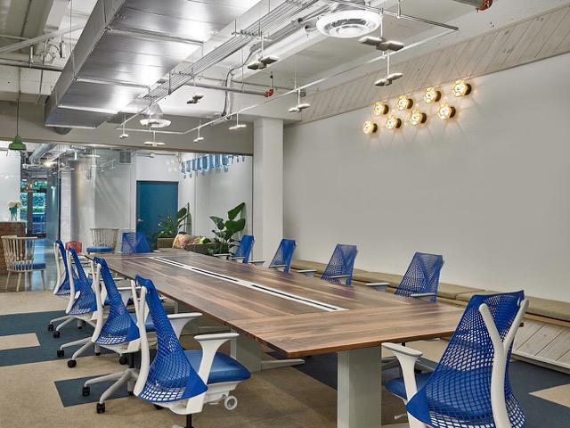 Una de las salas de conferencias de Building, proyecto de Sergio Vergara.