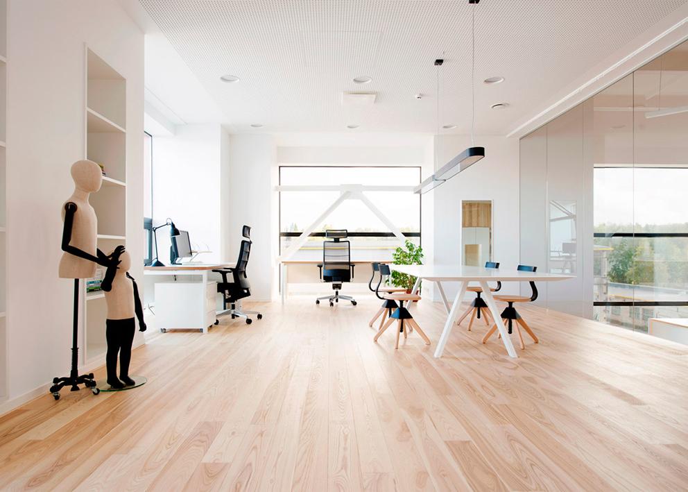 Las oficinas son amplias y luminosas.