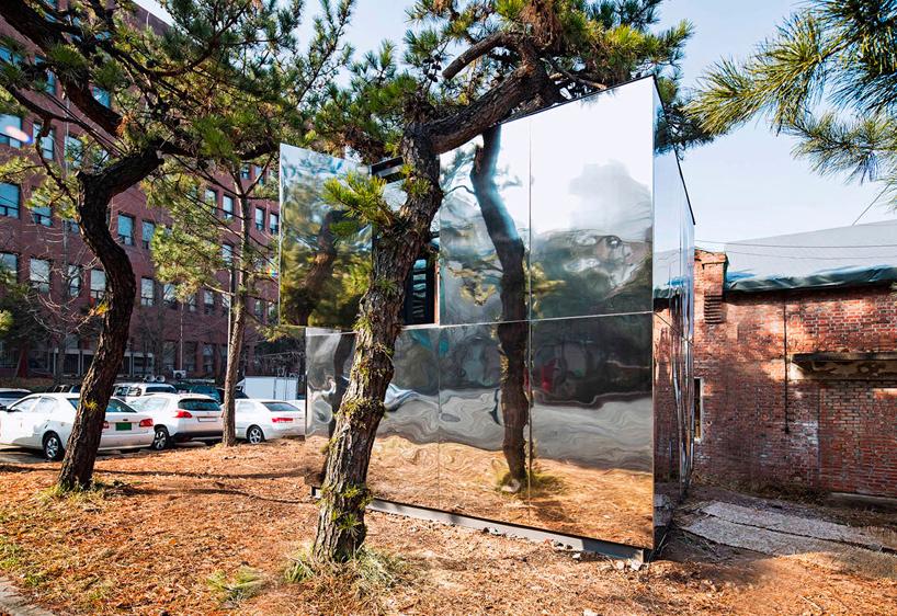 Exterior del Pabellón Espejo. Foto: June Young Lim