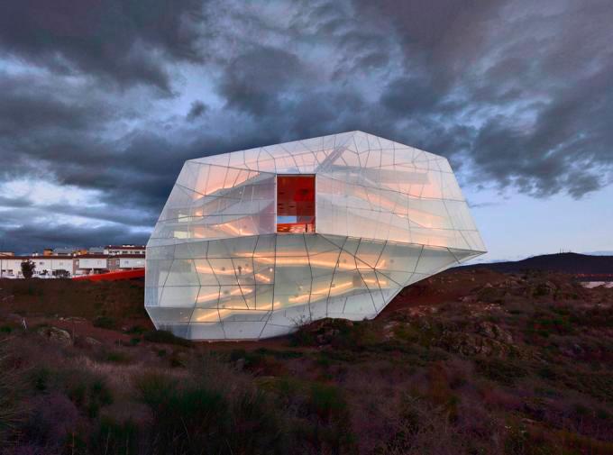 Centro de Congresos y Auditorio de Plasencia un diseño de Selgas Cano. Foto: Hisao Suzuki.