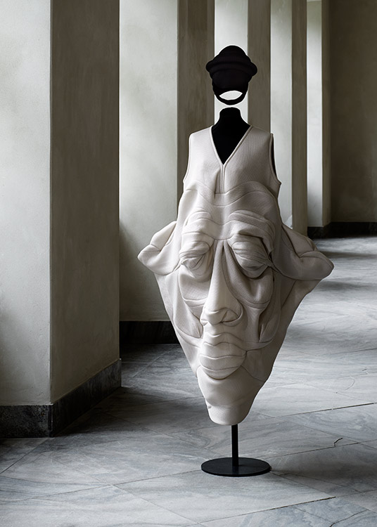 ddn-Face-dress-by-Henrik-Vibskov.-Designmuseum-Danmark.-Photo-Pernille-Klemp