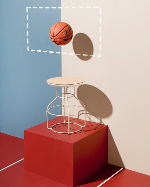 Serie de butacas y mesas auxiliares en corcho y metal Bradley Hopper de Labestu, diseñadores australianos invitados como nuevos talentos.