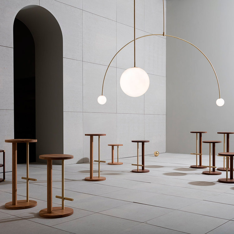 Colección de lámparas, mesas y butacos The Double Dream of Srping del diseñador Michael Anastassiades para Herman Miller.