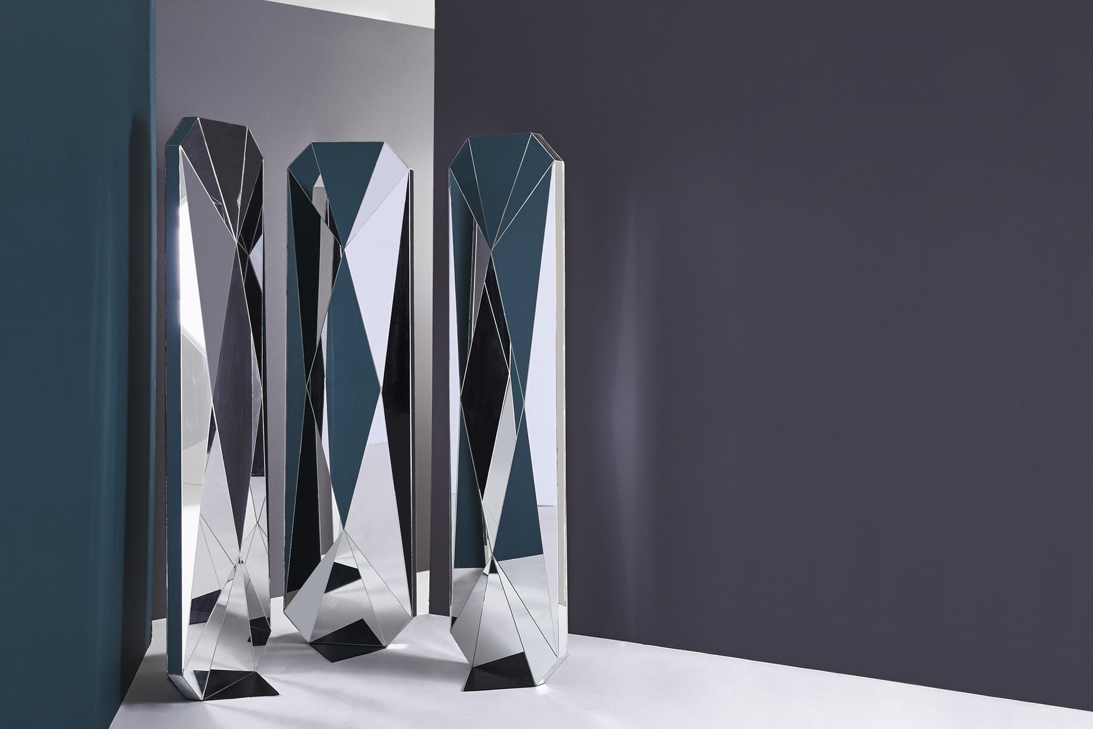 Biombo Espejos en colaboración con Diamantina y La Perla. Medidas: 51cm * 17cm / 1.80cm alto Material: espejo. Foto: Mónica Barreneche.