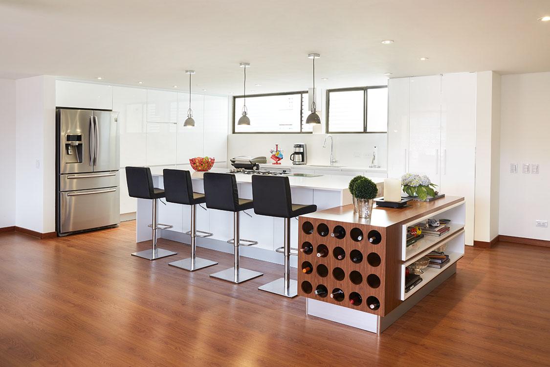 lco propone diseños estéticos con acabados en materiales robustos y durables acordes con el sentido de la arquitectura interior.