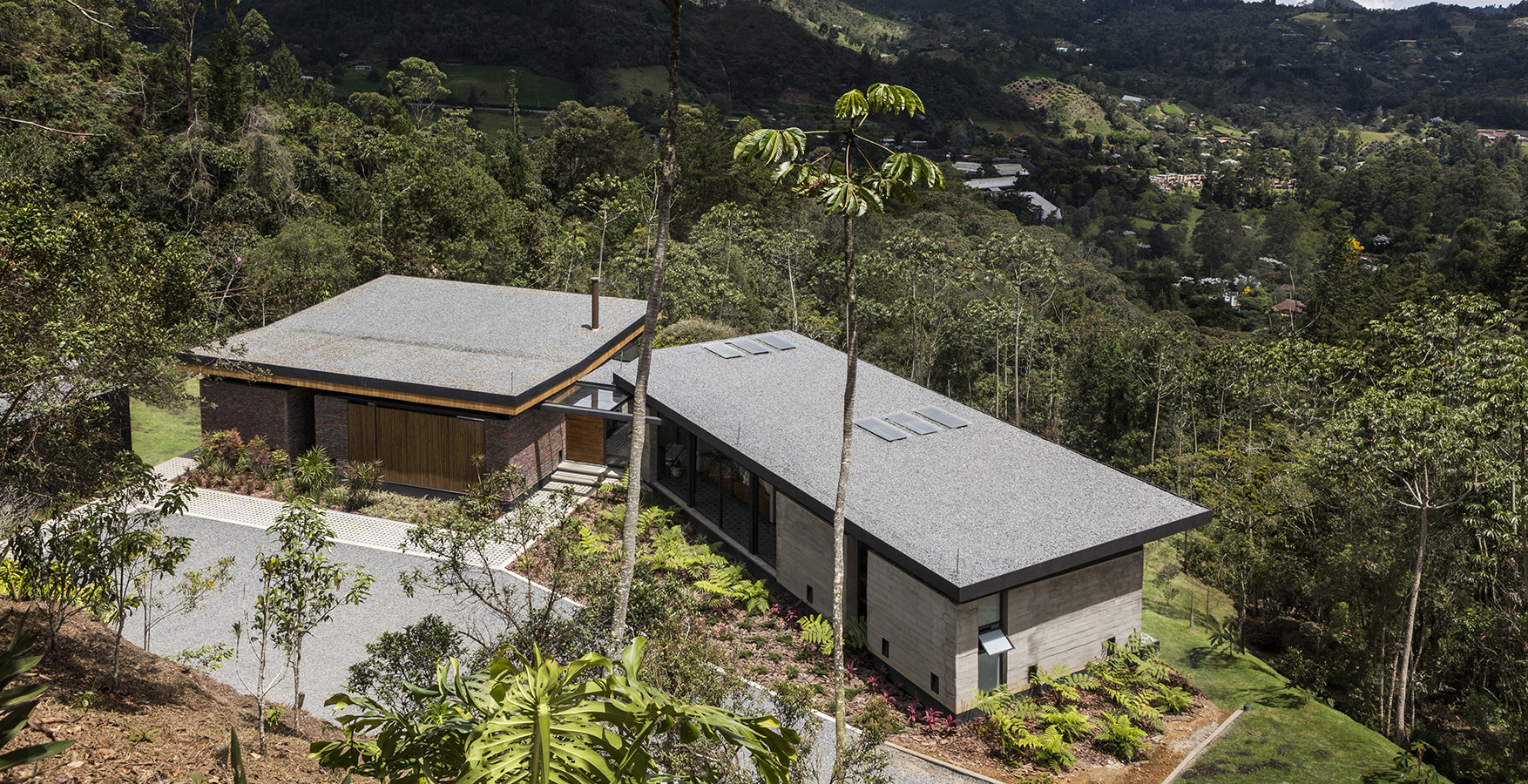 Casa camuflada en el bosque antioque o potencializa el espacio - Casas el bosque ...
