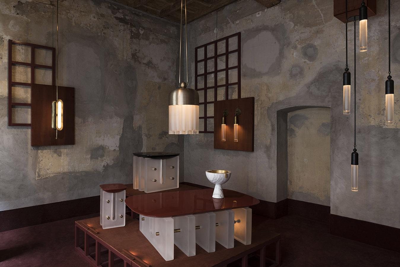 Apparatus, un acercamiento emocional hacia el diseño caracteriza el trabajo de Apparatus. En su nueva colección, el estudio norteamericano explora las influencias del art déco y la escuela de la Bauhaus para inspirarse en personajes como el arquitecto y diseñador austriaco Josef Hoffmann, y los franceses Jean Dunand –artista y diseñador–, Jacques Émile Ruhlmann          –diseñador de mobiliario y decorador– y Pierre Chareau –arquitecto y diseñador–.