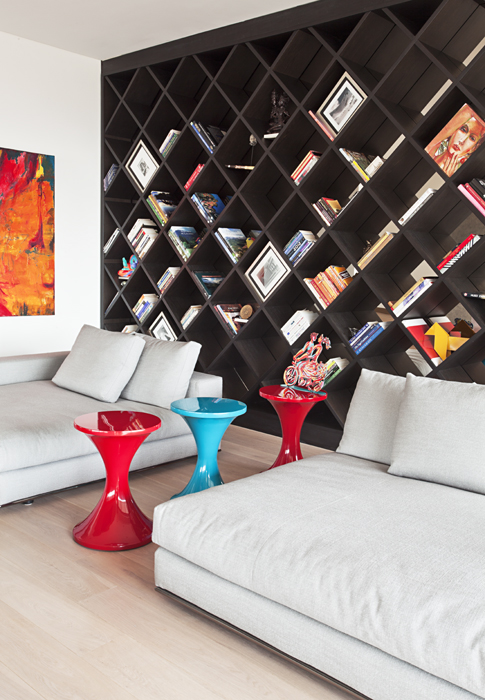 Acentos de color sobresalen en este apartamento en Bogotá. Foto: Mónica Barreneche.
