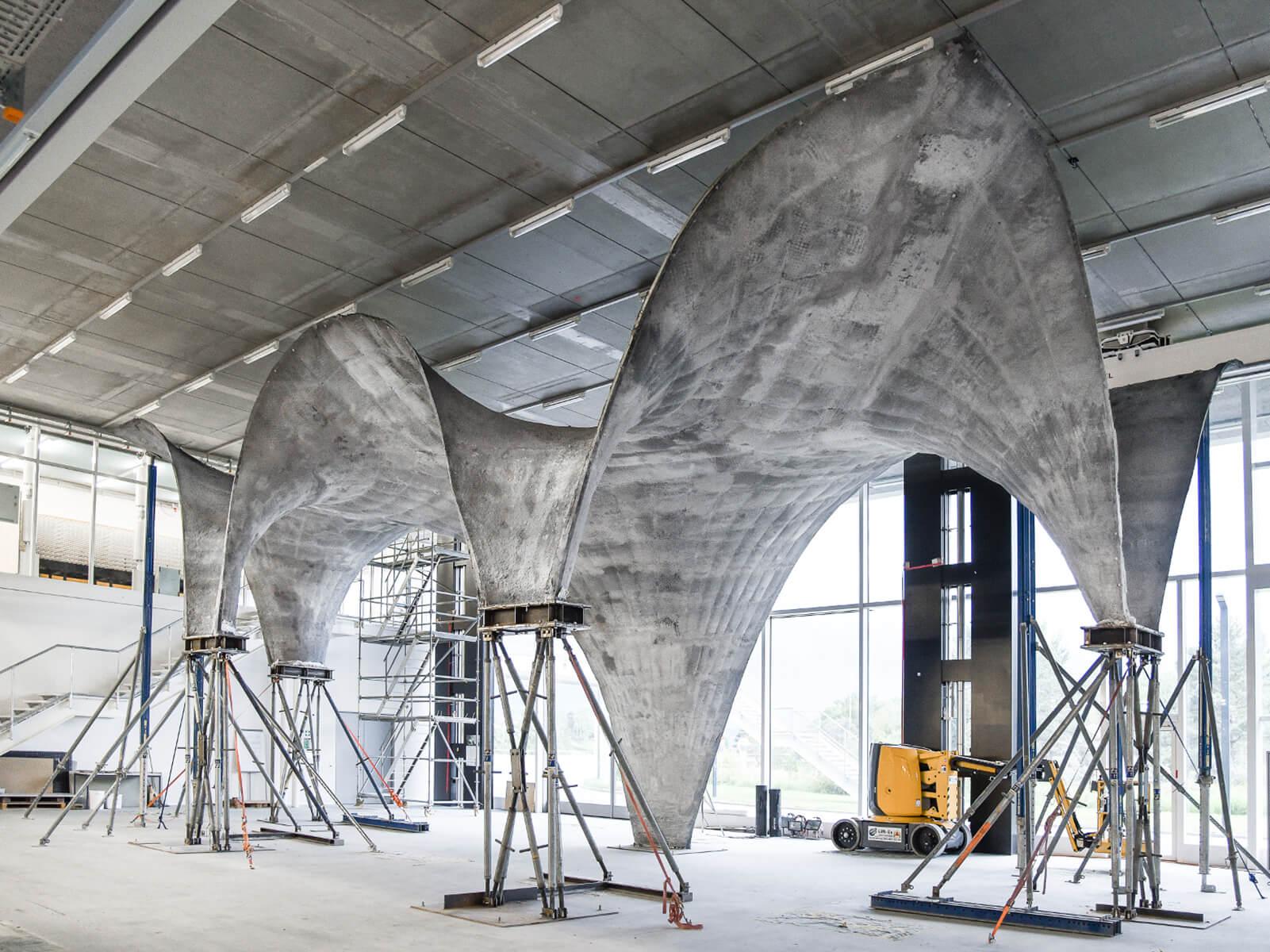 <a href='https://revistaaxxis.com.co/la-creacion-del-hormigon-ultrafino-amplia-la-creatividad-en-la-arquitectura/'><h2>La creación del hormigón ultrafino amplía la creatividad en la arquitectura</h2>Investigadores de ETH Zürich construyeron un prototipo de techo de concreto curvado ultrafino con innovadores diseños digitales y métodos de fabricación. El novedoso sistema de encofrado se utilizará en un proyecto de construcción el próximo año.</a>