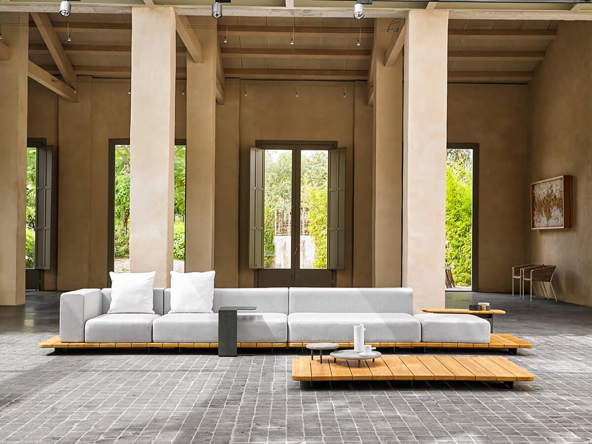 En el campo del mobiliario para exteriores sobresalió la firma Point con su colección Pal, diseñada por el español Francesc Rifé.