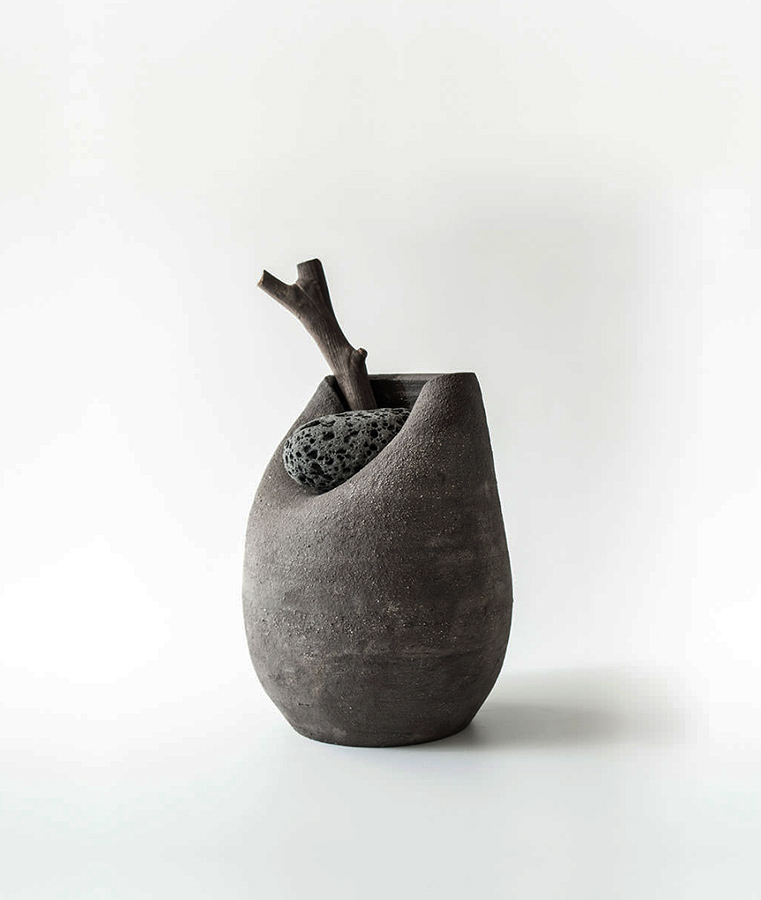 Serie: Jarrón con Piedra.
