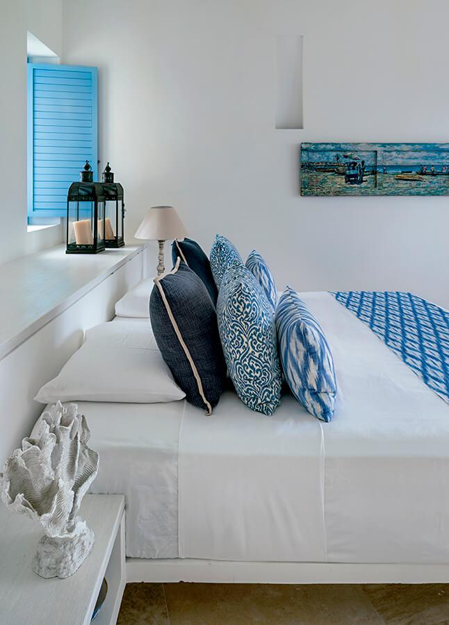 Bajo el cielo de Barú, esta casa se impregna de la isla. Superficies blancas y pisos claros generan una atmósfera apacible, inundada de la luz que rebota de los muros, llenando cada estancia. Foto: Iván Ortiz.