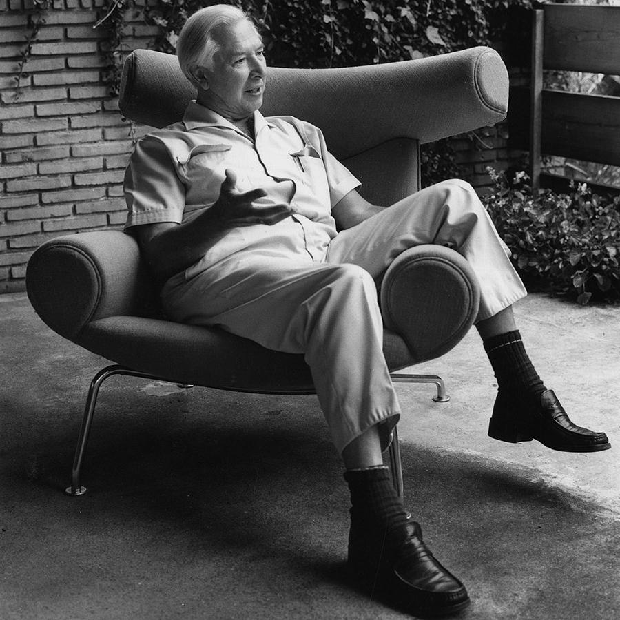 Hans J. Wegner en su la silla Ox, su favorita. (1960)