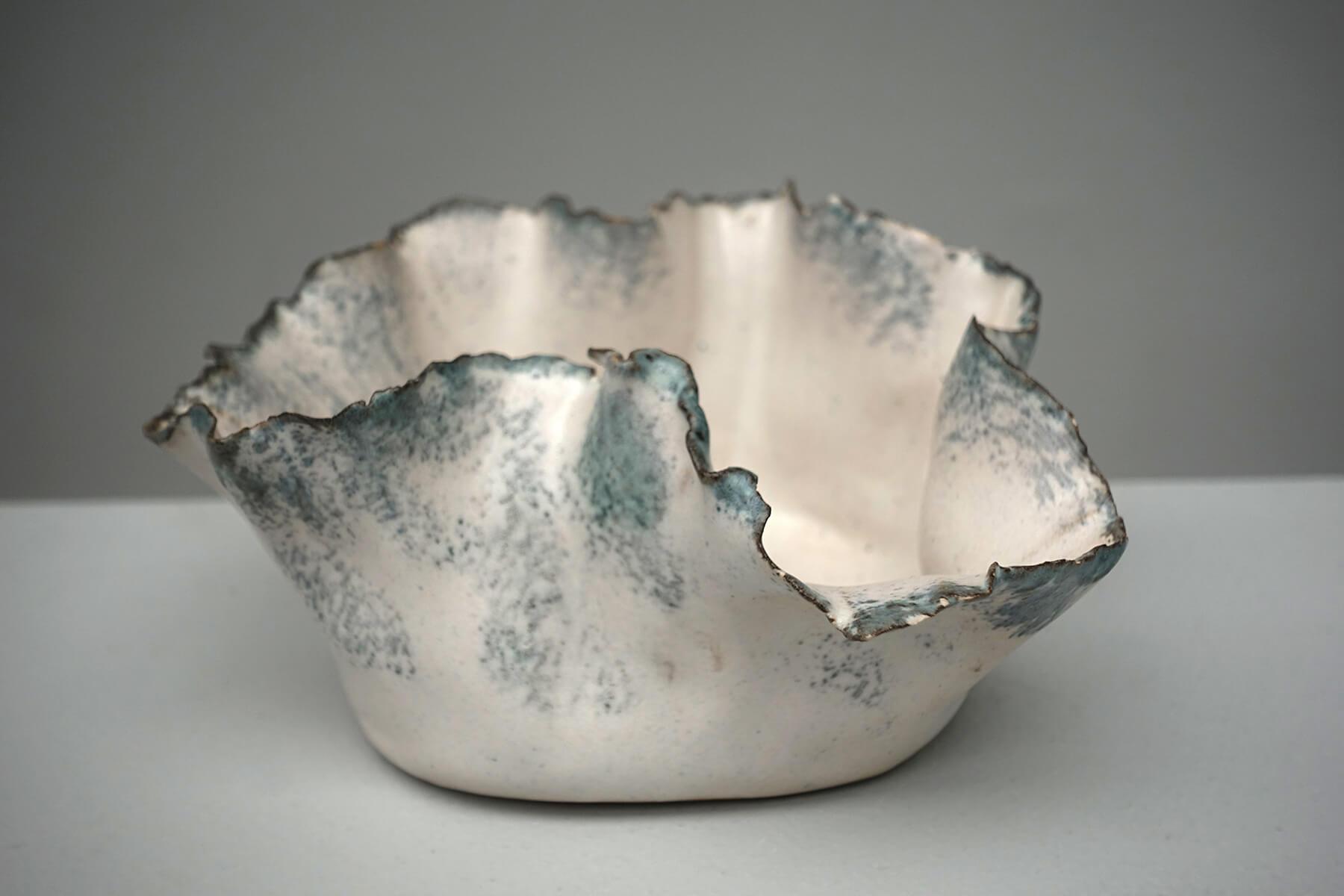 <a href='https://revistaaxxis.com.co/la-fuerza-de-la-delicadeza/'><h2>La fuerza de la delicadeza</h2>Creadas por una artista plástica, estas piezas de cerámica resaltan por la delicadeza de sus bordes. Elementos que están entre el diseño y el arte.</a>