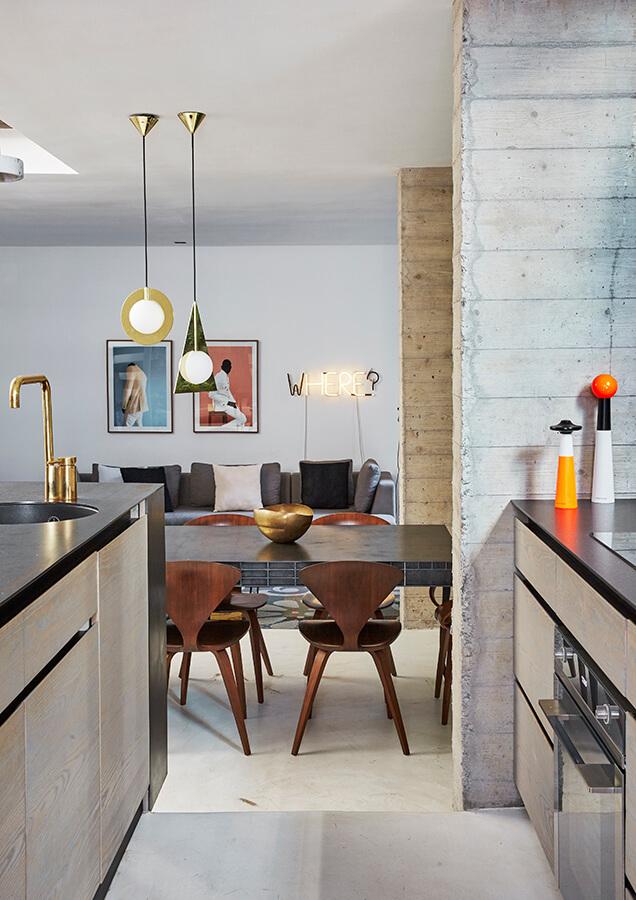 SUDÁFRICA En esta cabaña, considerada patrimonio arquitectónico, en el barrio Bo-Kaap, en Ciudad del Cabo, Sudáfrica. La simplicidad del diseño esconde detalles que hacen un guiño al pasado, pero mantienen una estética moderna.